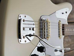 fender-johnny-marr-jaguar-1-640-80